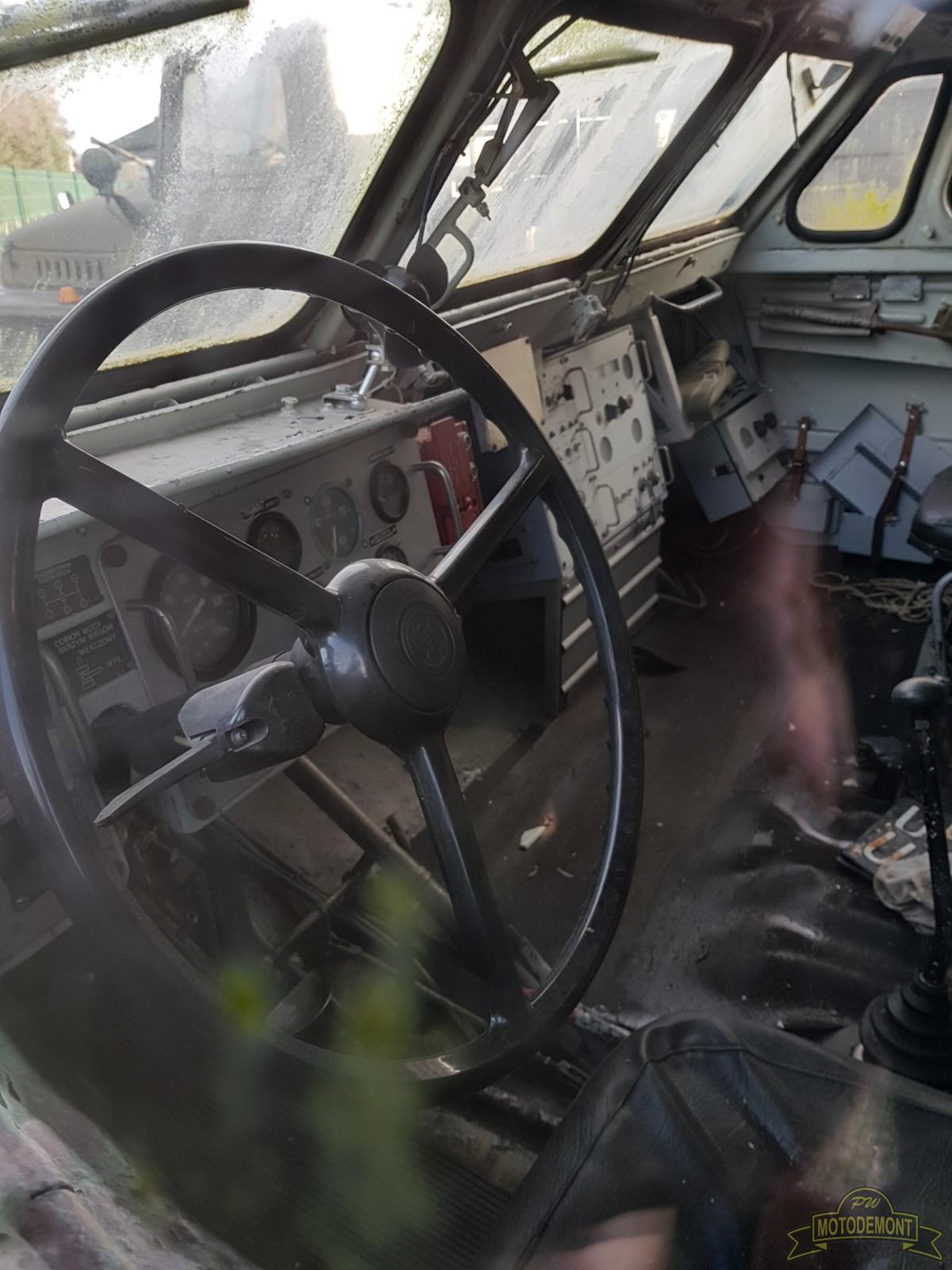 Samochód transportowo-załadowczy 9T218 na sam. BAZ-5922