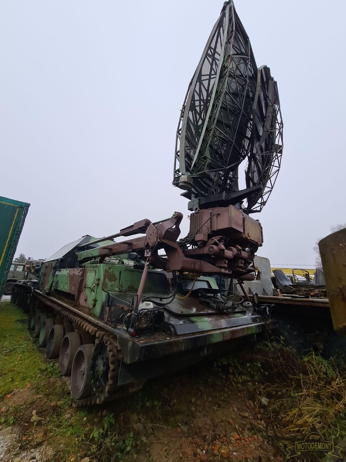Pojazd gąsienicowy SPG-1 stacja radiolokacyjna RT-21